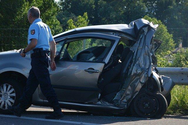 autonehoda a policista