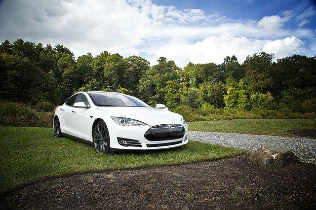 Tesla predstavila SUV modelu Y, ktorý sa rozšíril do populárneho segmentu